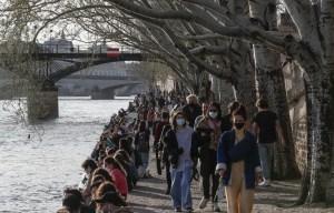 Coronavirus: la France intensifie les contrôles face à la situation «critique»