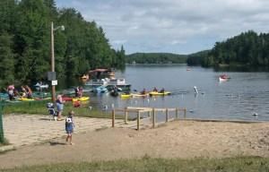 Les camps de vacances pourront accueillir les jeunes campeurs cet été