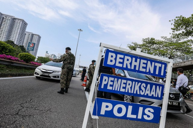 Deputy Inspector-General of Police Datuk Seri Acryl Sani Abdullah Sani said the roadblocks would be set up at several locations in the three states involved starting midnight tomorrow. — Picture by Sayuti Zainudin