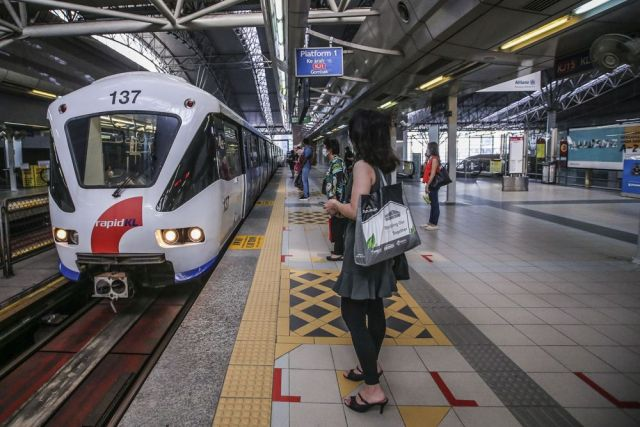 Passengers using the Ampang/Sri Petaling and Kelana Jaya LRT lines, Monorail line and Kajang MRT line could expect four to 10-minute intervals between each train, depending on the time of day, adding that the rail service would operate daily from 6am to 11pm. — Picture by Hari Anggara