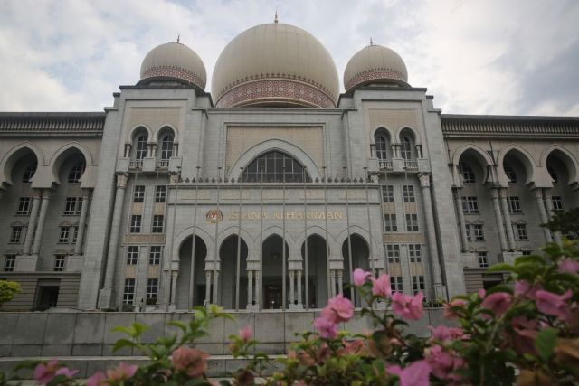 The Federal Court upheld a High Court's ruling of a one-day jail term and a RM30,000 fine in default three months' imprisonment imposed on Ng. — Picture by Yusof Mat Isa