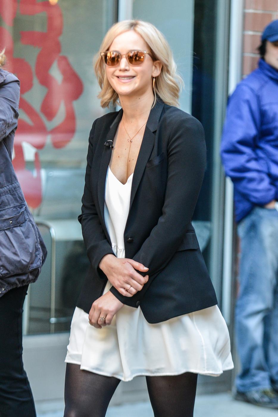 Sport di Jennifer Lawrence un grande sorriso mentre filmando in NYC