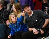 """Chris Martin ed il figlio Mosè hanno """"una palla"""" al gioco di Lakers"""