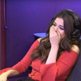 Un ragazzo di 12 anni colpisce su Selena Gomez con la sua migliore linea della raccolta ed è abbastanza gloriosa