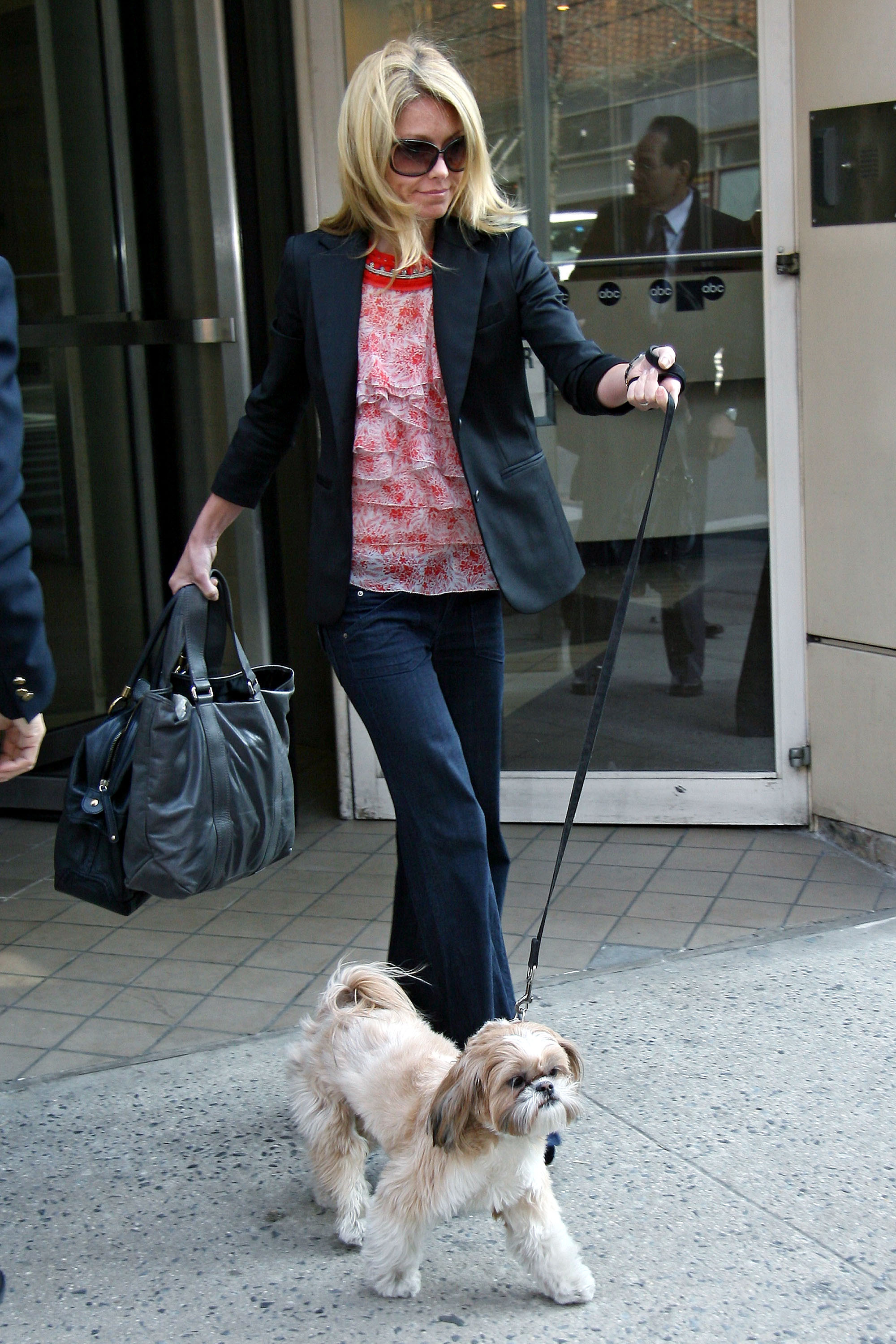Chewy Leads Kelly Ripa From ABC POPSUGAR Pets