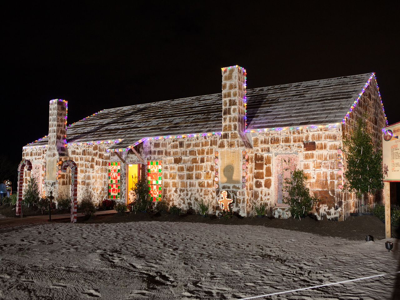 Sweet World S Largest Gingerbread House Raises Money For Hospital