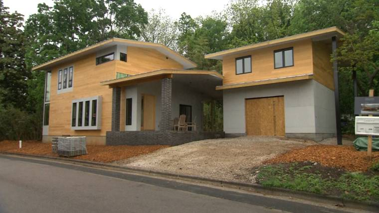 Neighbors want architect s dream home torn down   It s devastating  Modern style home causes neighborhood controversy