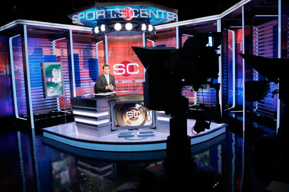 https://i2.wp.com/media2.s-nbcnews.com/j/newscms/2015_39/1238471/150925-espn-sportscenter-australia-set-mbm_ba075ea7a2495068857f9247917b632e.nbcnews-fp-1200-800.jpg