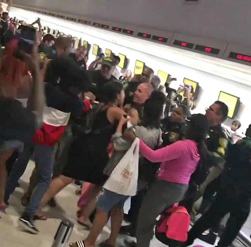 Chaos At Florida Airport After Spirit Flights Canceled