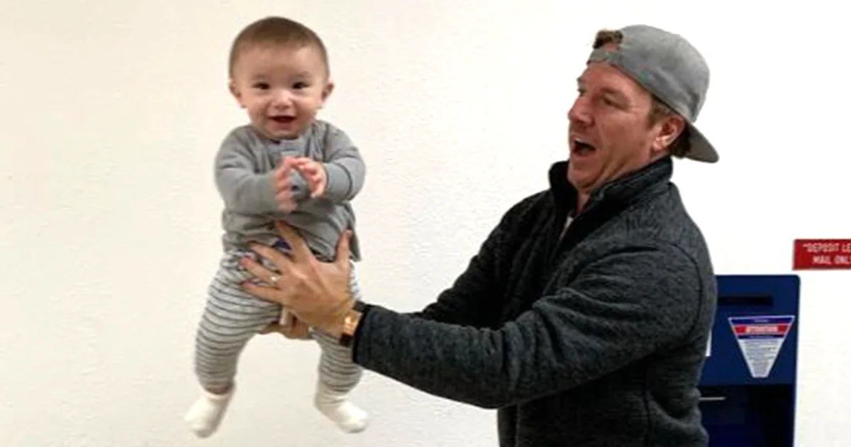 Joanna Gaines Posts Photo Of Chip Gaines, Crew Posing For