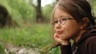 A new study suggests that a child's vision in first grade can predict whether he or she might become nearsighted by middle school.