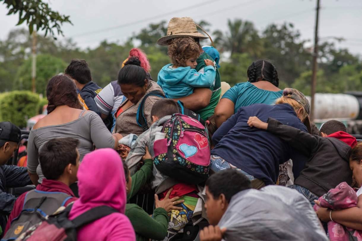 Alistan estadio para recibir a caravana migrante en CDMX
