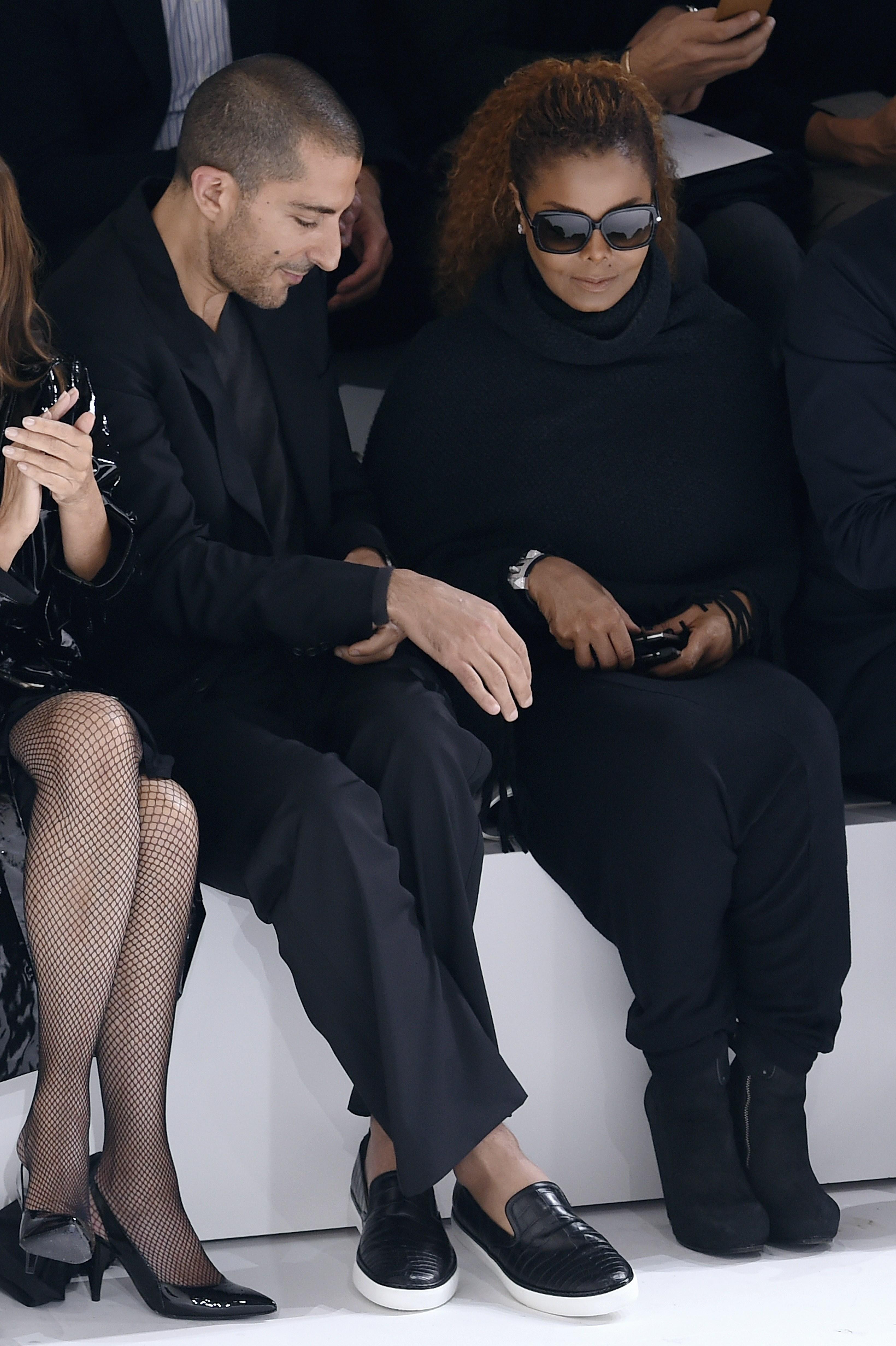 Janet Jackson fa unapparizione rara alla settimana di modo di Parigi