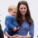 Aww! Principe George Has Been Helping Kate Middleton decora per il Natale