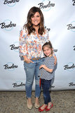 Tiffani Thiessen ed il suo mini me ha colpito il vicolo di bowling per un certo divertimento della Madre Figlia