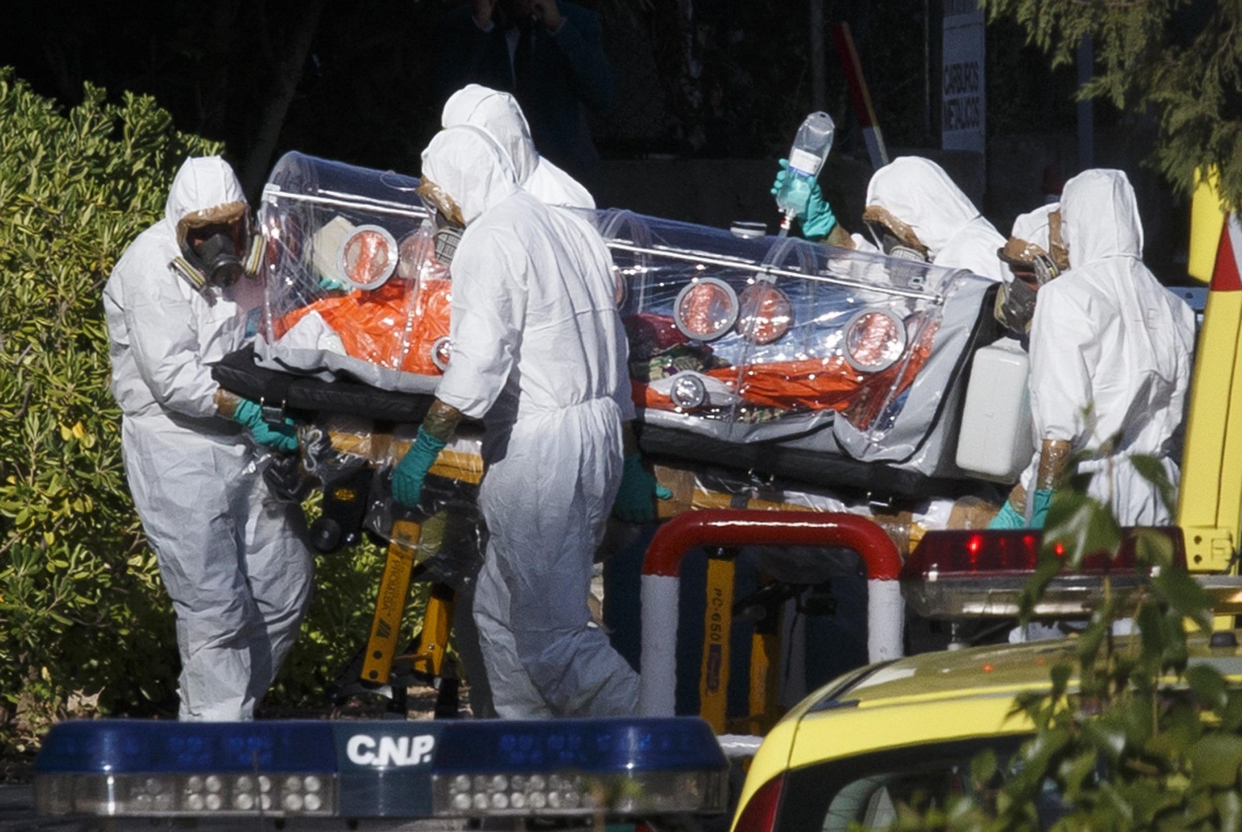 https://i2.wp.com/media3.s-nbcnews.com/i/newscms/2014_32/605416/140807-ebola-spain-7a_467e254a065a484d2c28f83b36a56d08.jpg
