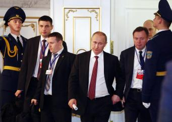 https://i2.wp.com/media3.s-nbcnews.com/i/newscms/2015_07/887031/150212-putin-minsk-peace-talks-252a_70f4a039691bbd2dfca99383b9151bc4.jpg?resize=341%2C242