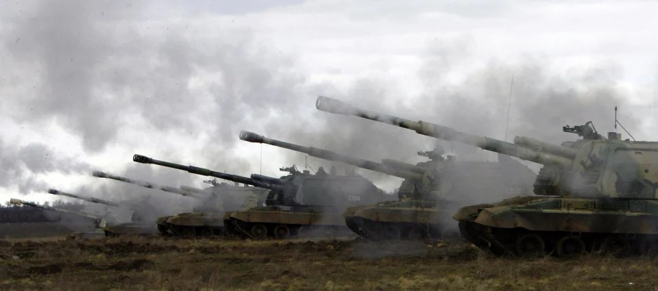 Image: Russian Msta-S self-propelled howitzers fire during military exercises