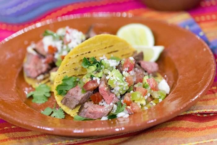 Carson Daly and Siri Pinter cook steak tacos and margaritas