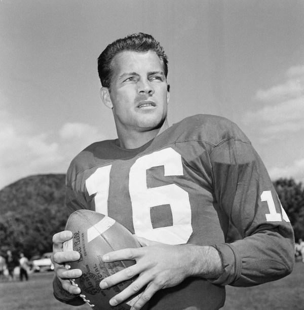Image: New York Giants halfback Frank Gifford