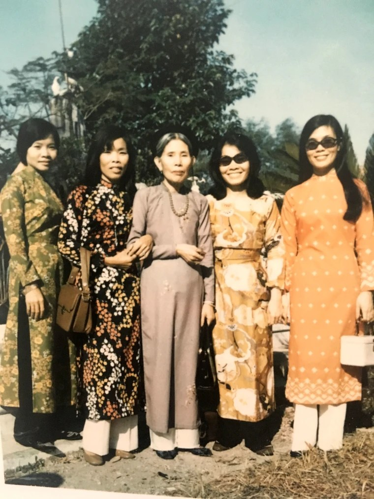 Image: Anh Le (farthest right) and her sisters and mom in Vietnam before 1975