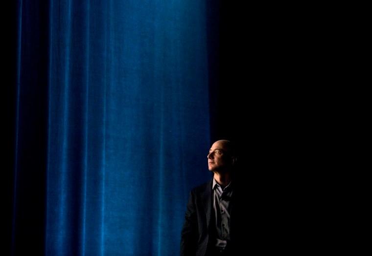 Amazon CEO Bezos Introduces Smartphone to Take on Apple, Samsung