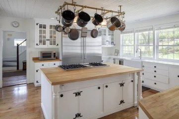 Renee Zellweger's country home has a top-of-the-line kitchen among its updates.