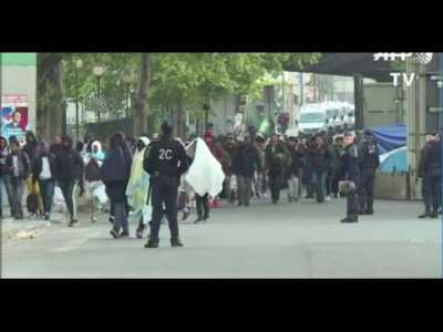 Paris   un camp de migrants     vacu     par les forces de l ordre porte     Paris   un camp de migrants     vacu     par les forces de l ordre porte de la  Chapelle  Vid    o
