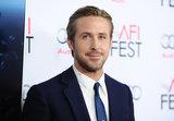 Il ragazzo Ryan Gosling di compleanno ottiene interamente agghindato per il tappeto rosso