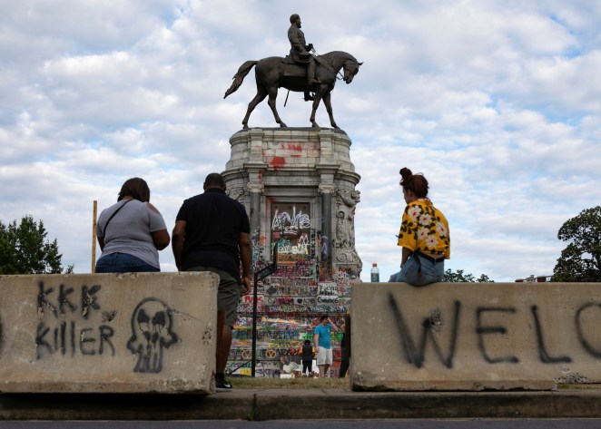 Armed man on roof overlooking Robert E. Lee statue, site of protests in  Richmond, taken into custody