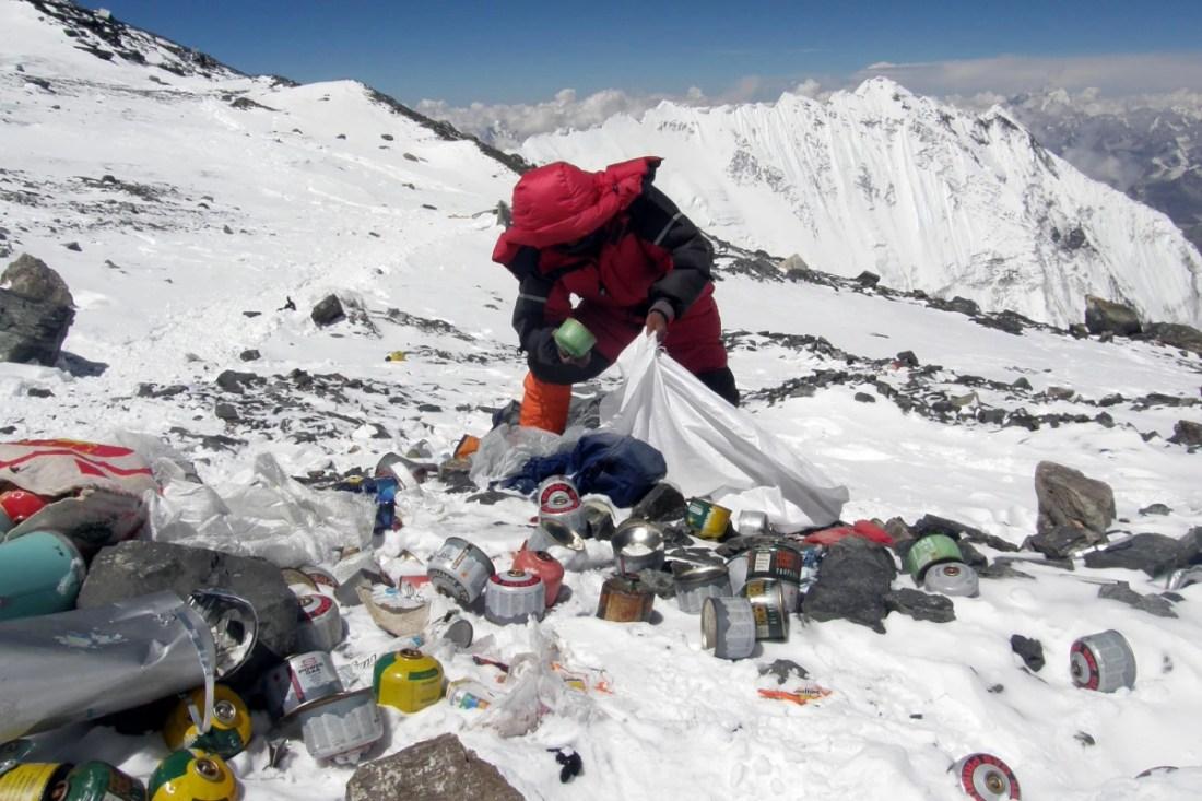 Gunungan Sampah di Gunung