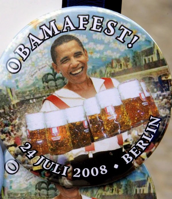 Image: Obama button during 2008 visit to Germany