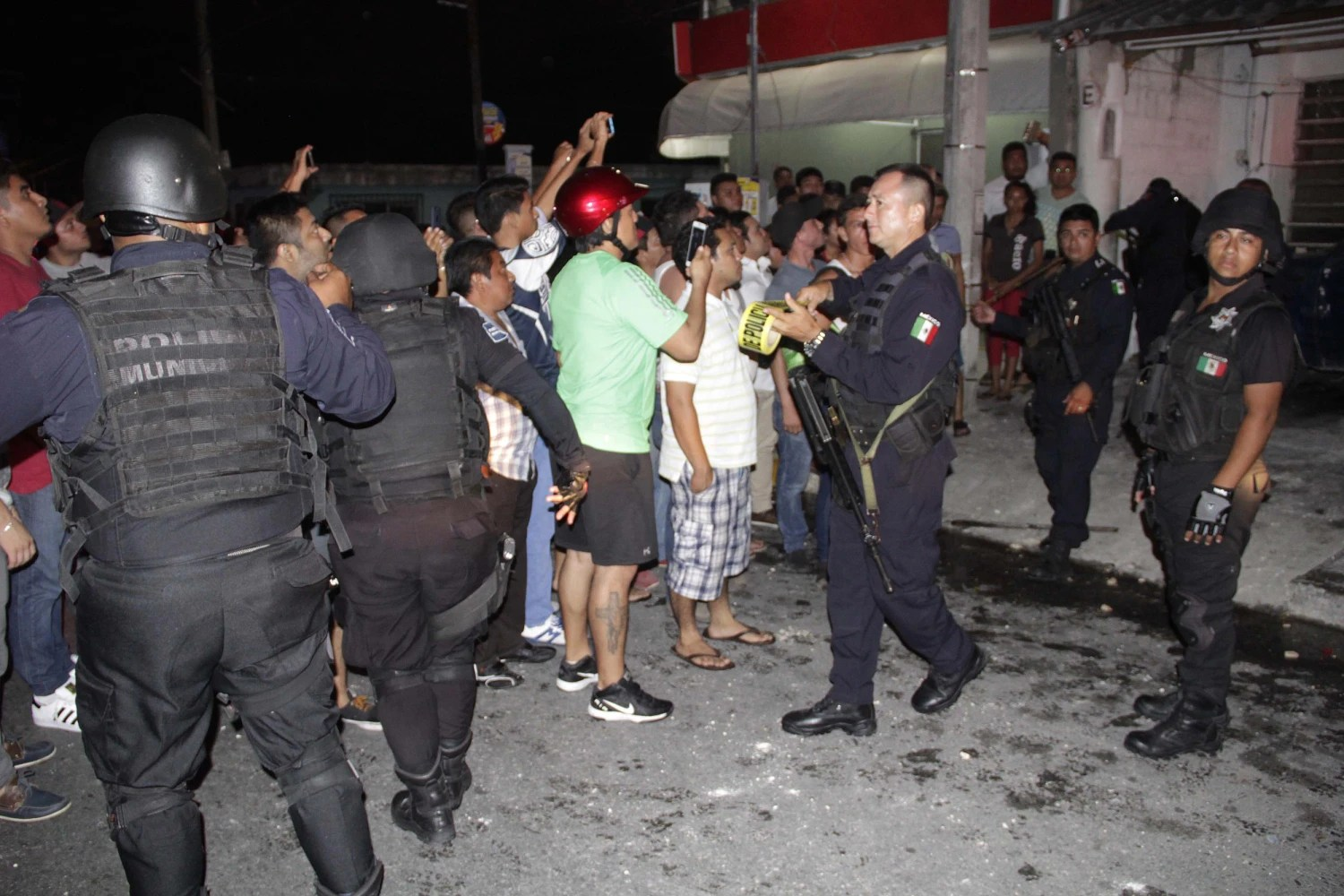 Mexican mob attacks Russian man in Cancun over insults