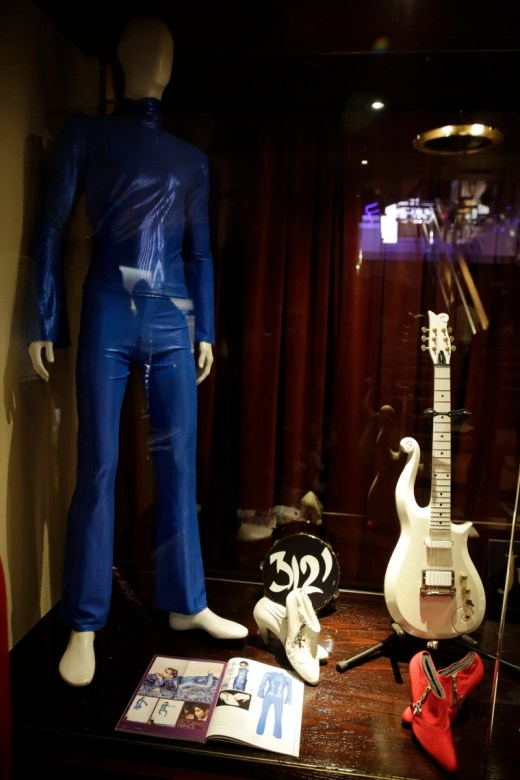 Image: Prince' music memorabelia auction