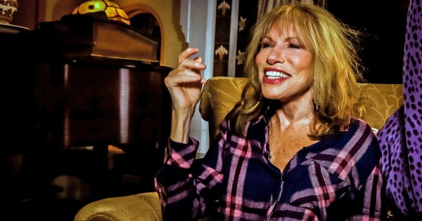 Carly Simon describes her deathbed farewell to Jackie Kennedy