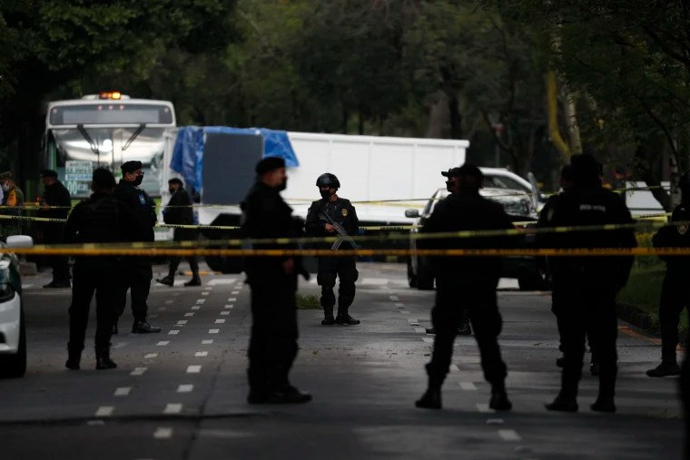 Mexico City's Police Chief, Omar Garcia Harfuch, was injured on Friday in an attack attributed to one of the country's most powerful drug cartels, while four other people were killed. The 38-year-old, who was appointed in October to handle security in the city of nine million people, was attacked at 6.30 a.m. (1130 GMT) in […]
