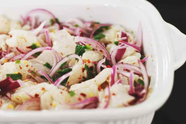 I ceviche brukes sitrussyre for å koke fisken