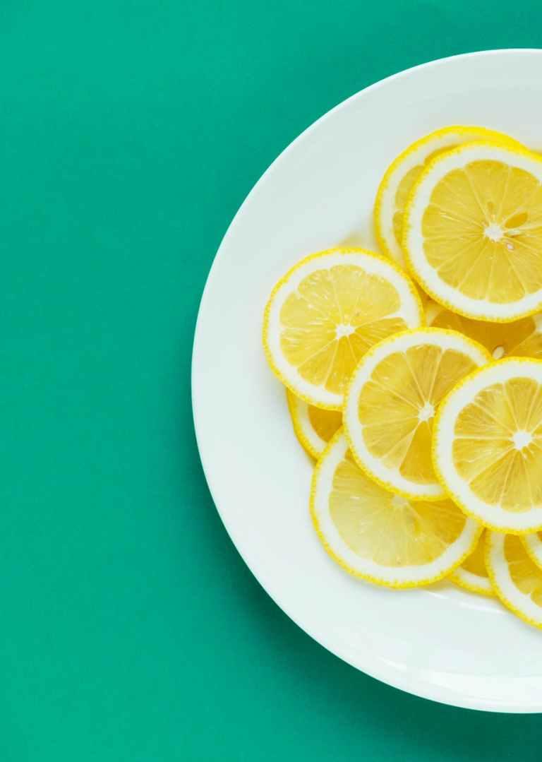Sitron og andre sitrusfrukter bryter ned proteinene i maten. Illustrasjonsfoto
