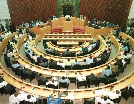 Les députés examinent ce jeudi la procédure de levée de l'immunité parlementaire de deux députés cités dans le trafic présumé de passeports diplomatiques
