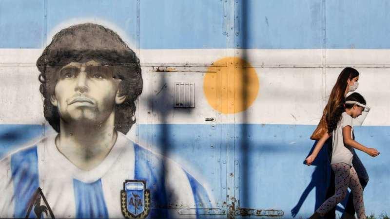 Mort de Maradona : la légende du football «abandonné à l'agonie» selon un rapport