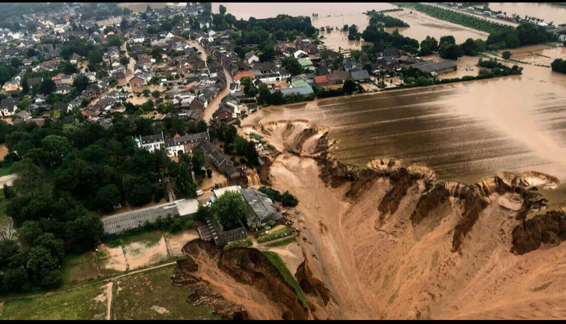 Au moins 183 victimes dont 156 en Allemagne, c'est le dernier bilan des inondations dans le nord-ouest de l'Europe (police)
