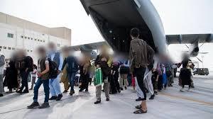 Sept Afghans sont morts dans le chaos près de l'aéroport de Kaboul (ministère britannique de la Défense)