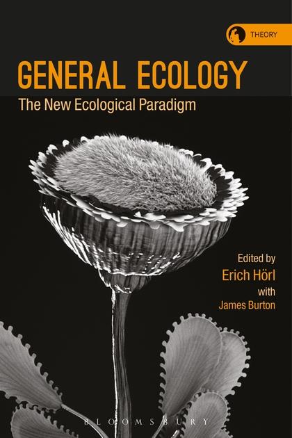 Buchcover zeigt vor schwarzem Hintergrund eine botanische Studie einer Blume