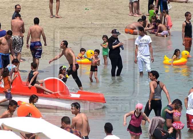 زحام شواطئ الإسكندرية يوم شم النسيم المصري اليوم
