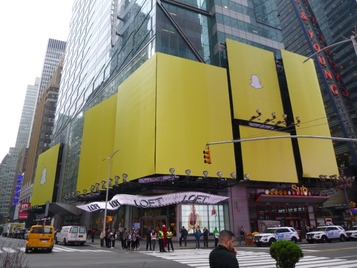 snapchat aims to go public