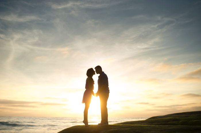 Couples Photography Tips - silhouette of a couple near the beach during sunset