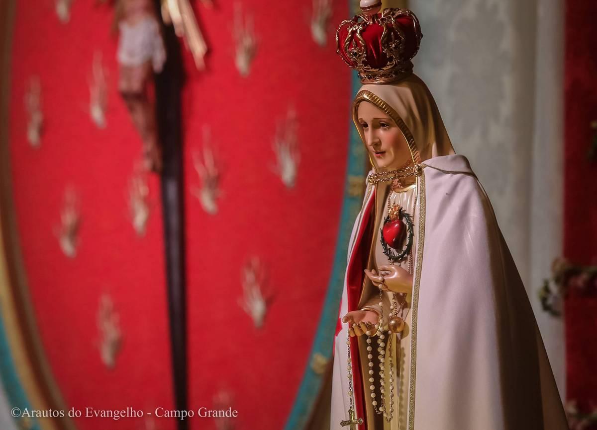 Consagração à Jesus Cristo pelas mãos de Maria Santíssima