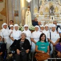 33-34-L unitalsi davanti la statua della madonna pellegrina