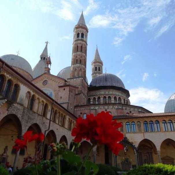 01-fastosa processione di Sant'Antonio a Padova