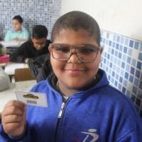 Depois é feito um sorteio com raspadinhas nas salas de aula